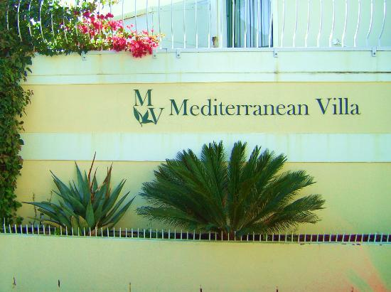 ‪‪Mediterranean Villa Bed and Breakfast‬: Medvilla from the street‬
