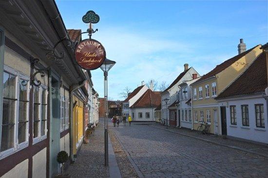 Under Lindetraeet, Odense - Restaurant Avis, Numéro de Téléphone & Photos - TripAdvisor