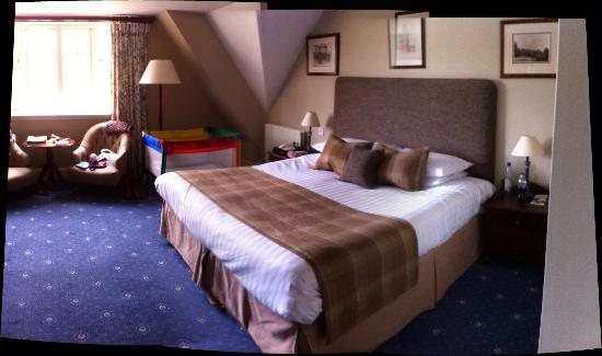 Lindeth Howe Country House Hotel: Big room, comfy bed