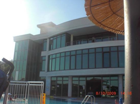 Royal Marin Resort: front / back of hotel