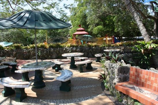 Pinecrest Gardens: Nice picnic and play area