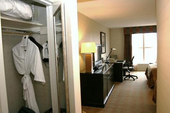 Hilton Alexandria Old Town: Room 618