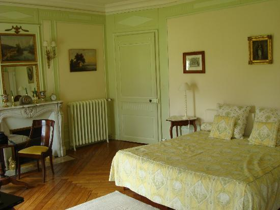 Chateau de Sarceaux : Our room