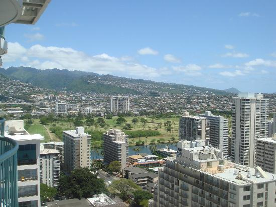Sheraton Princess Kaiulani: View of the mountains from our room on 28th floor