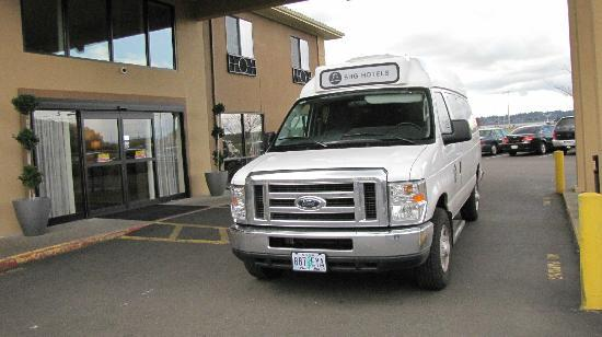 Red Lion Hotel Portland Airport: free shuttle