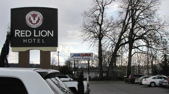 Red Lion Hotel Portland Airport: main entrance