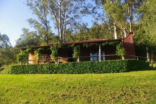 Cedar Creek Cottages & Wine: Timbercutter's cottage.