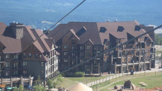 Glacier Mountaineer Lodge - Bellstar Hotels & Resorts: Hotel from the chair lift