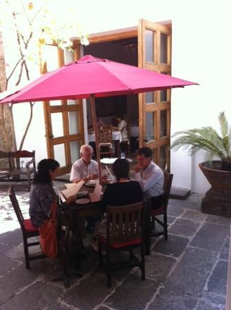 Casareyna Hotel: comida en la terraza