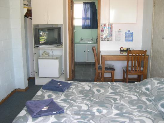 Strand Motel: sample studio unit (tea/coffee making facility only)