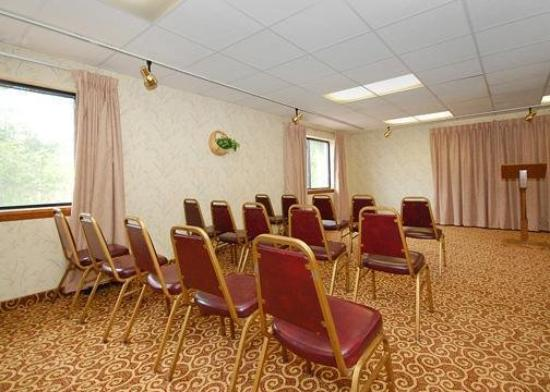 Quality Inn & Suites Fairview: Meeting Room