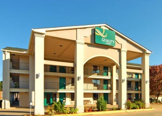 Quality Inn North: Exterior