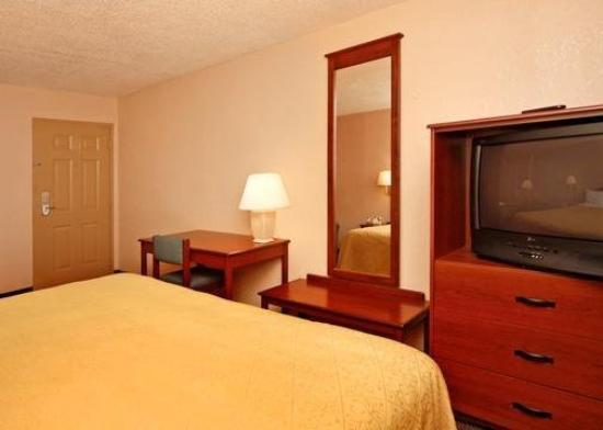 Quality Inn North: Guest Room -OpenTravel Alliance - Guest Room-