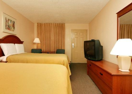 Quality Inn North: Guest Room