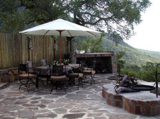Monyela Mountain Lodge : Patio
