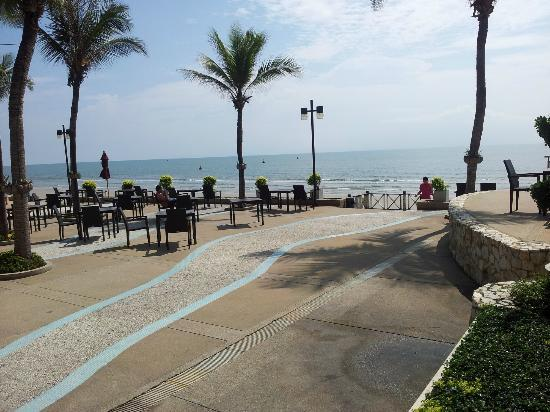Imperial Hua Hin Beach Resort: Terracewiev