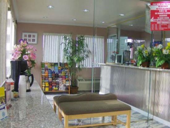 Sands Motel: Lobby view