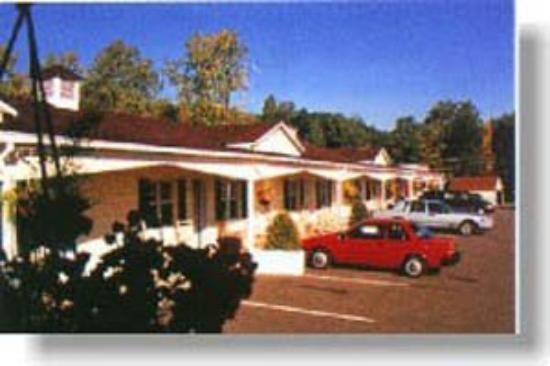 Longhouse Lodge Motel: Exterior view