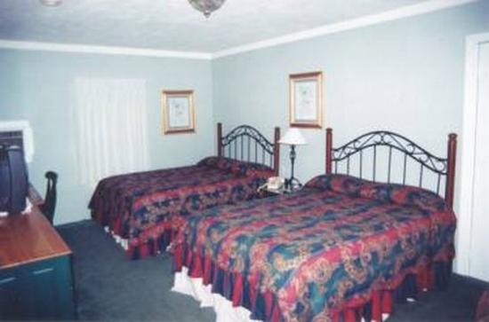 Longhouse Lodge Motel: Guest room