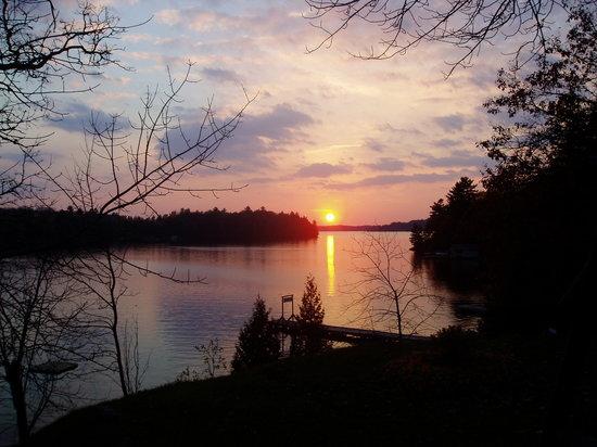 Cedarwood on Lake Muskoka: Cedarwood Sunset