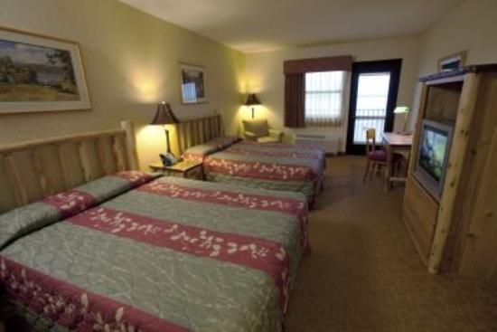 Kewadin Shores Casino and Hotel: 2 queen standard room