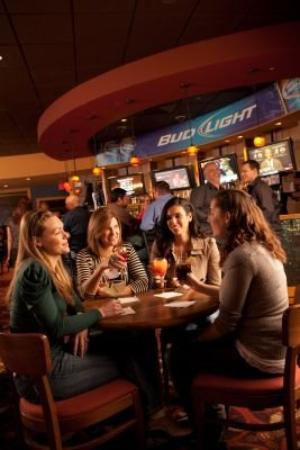 Kewadin Shores Casino and Hotel: Northern Pines Lounge
