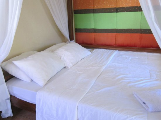 Bali Beach Garden Resort and SPA Mindoro: Bed, supposedly good for 4