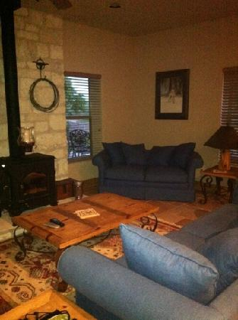 Bella Vista Bed and Breakfast on Lake Travis: cowboy cottage