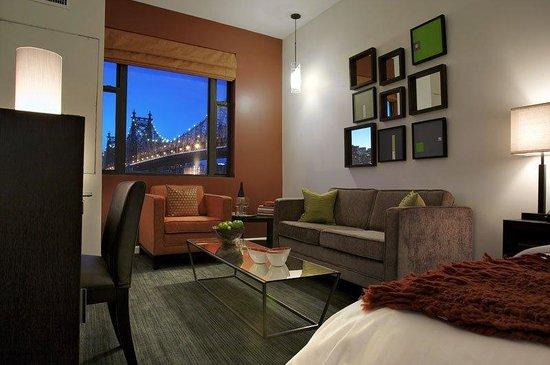 Ravel Hotel: King Suite