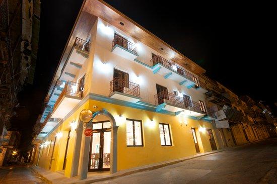 Tantalo Hotel / Kitchen / Roofbar: Hotel Exterior