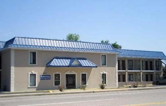 Rodeway Inn & Suites Fort Jackson: Exterior