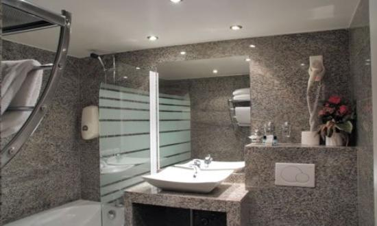 Capitole Hotel: Bathroom