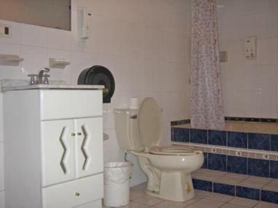 Hotel La Roca: Bathroom