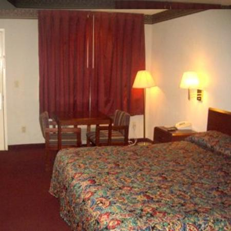 Executive Inn and Suites Mesquite: Guest Room