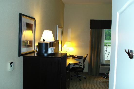 Hampton Inn Orange: room