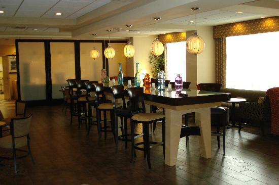 Hampton Inn: another view of the dining area
