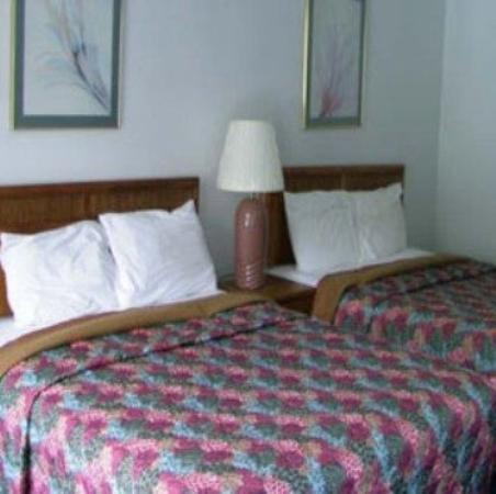 Budget Host Inn & Suites Muskogee: Guest Room