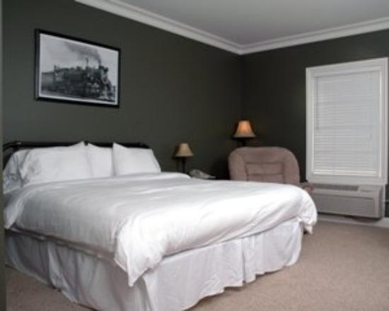 Depot Inn & Suites: One King Bedroom