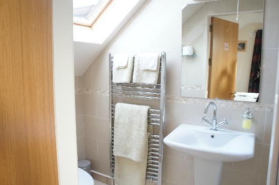 Bramble Rock: Bathroom with heated towel rack