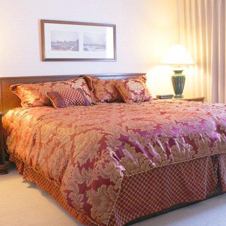 توتيم ليك هوتل: Carlton Inn Kirkland WAKing Suite