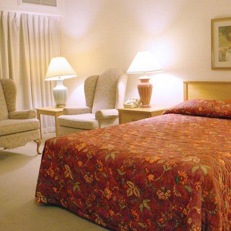 Totem Lake Hotel: Carlton Inn Kirkland WAQueen
