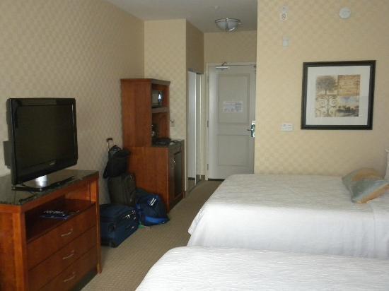 Hilton Garden Inn Sacramento Elk Grove: Comfy Beds, Flat Screen TV, Microwave, and Refrigerator