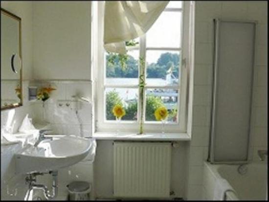 Am Schloss Biebrich: Bathroom