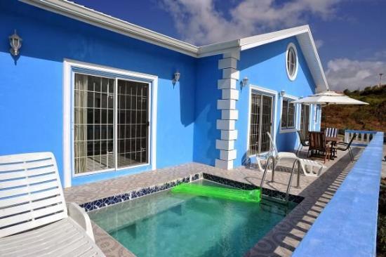 Gateway Villas: Bedroom With Plunge Pool