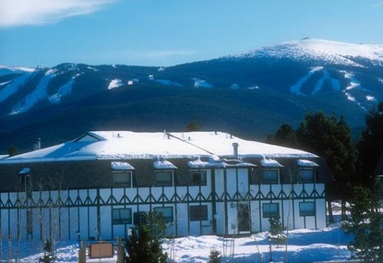 Meadow Ridge Resort: Winter Exterior
