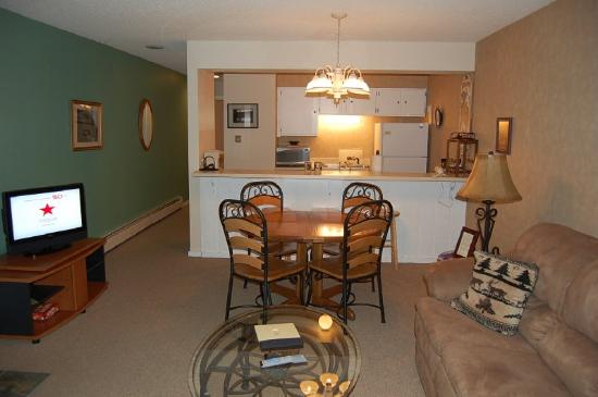 Meadow Ridge Resort: Sample living, dining and kitchen photo for 1 bed