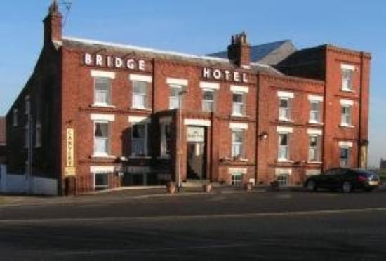 The Bridge Hotel at Sutton Bridge: Exterior View