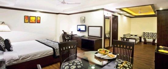 Parkland Kalkaji: Suite Room