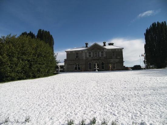 Lyrath Estate Hotel & Spa: Snow Exterior