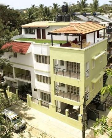 Chalet Tulips Serviced Apartments: Exterior